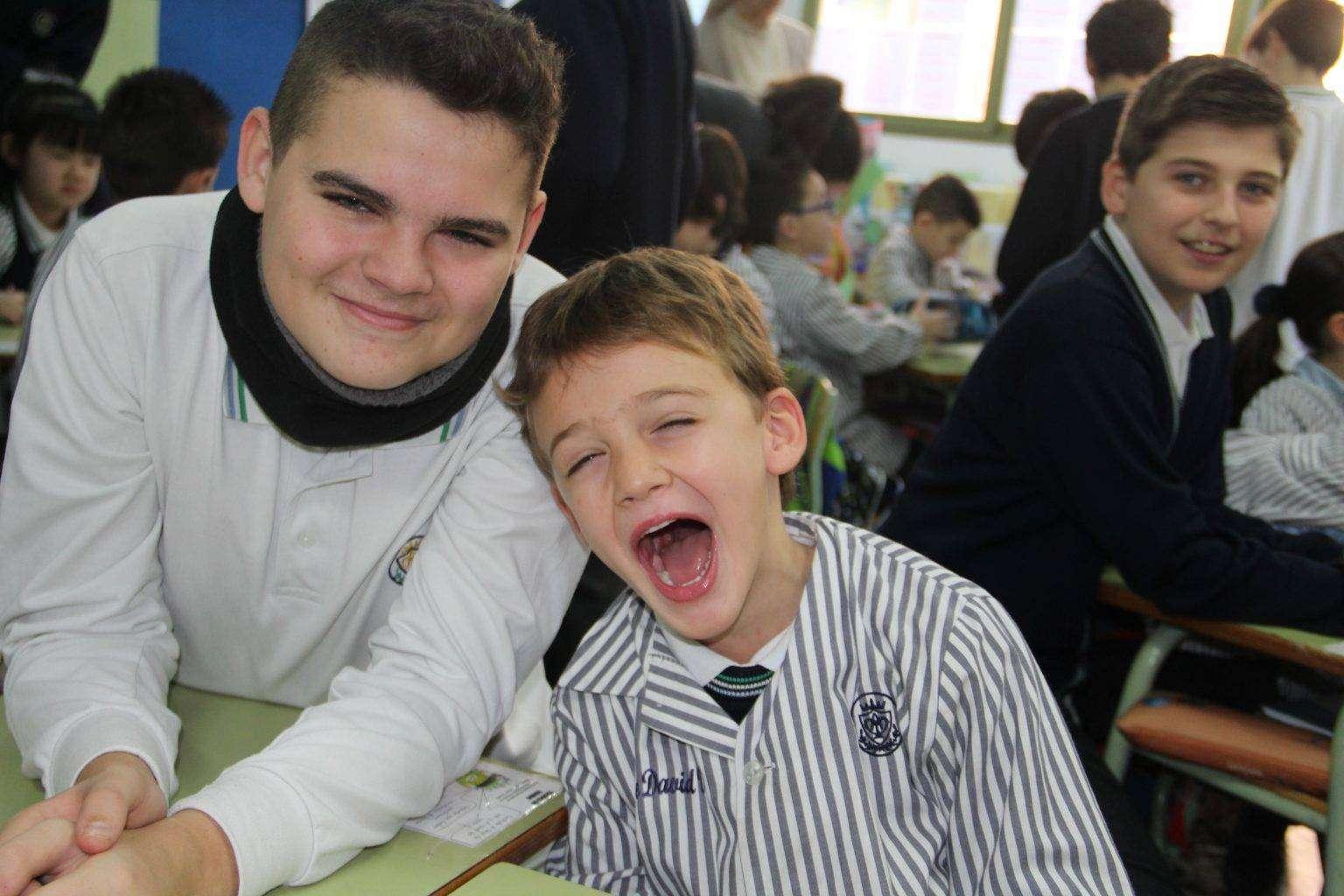 niños sonriendp