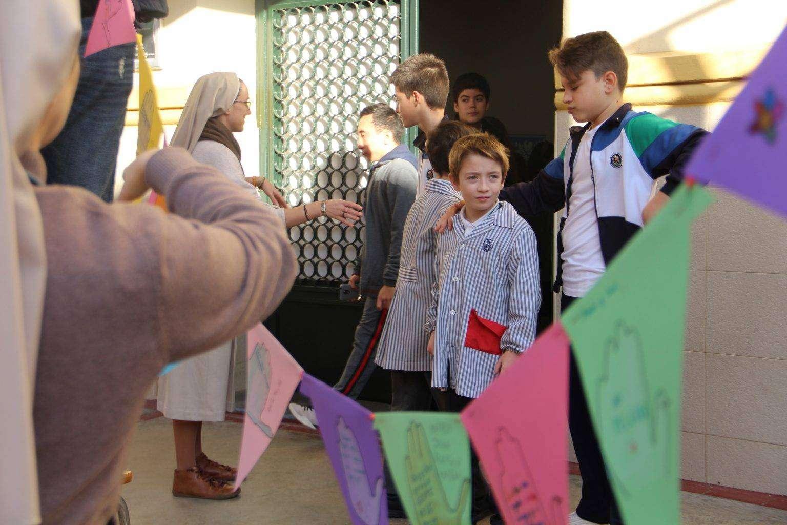banderas y niños