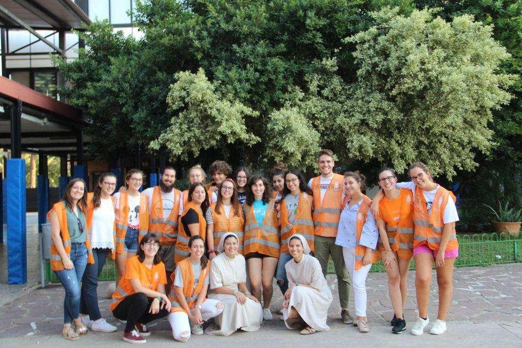 Jóvenes voluntarios en misión
